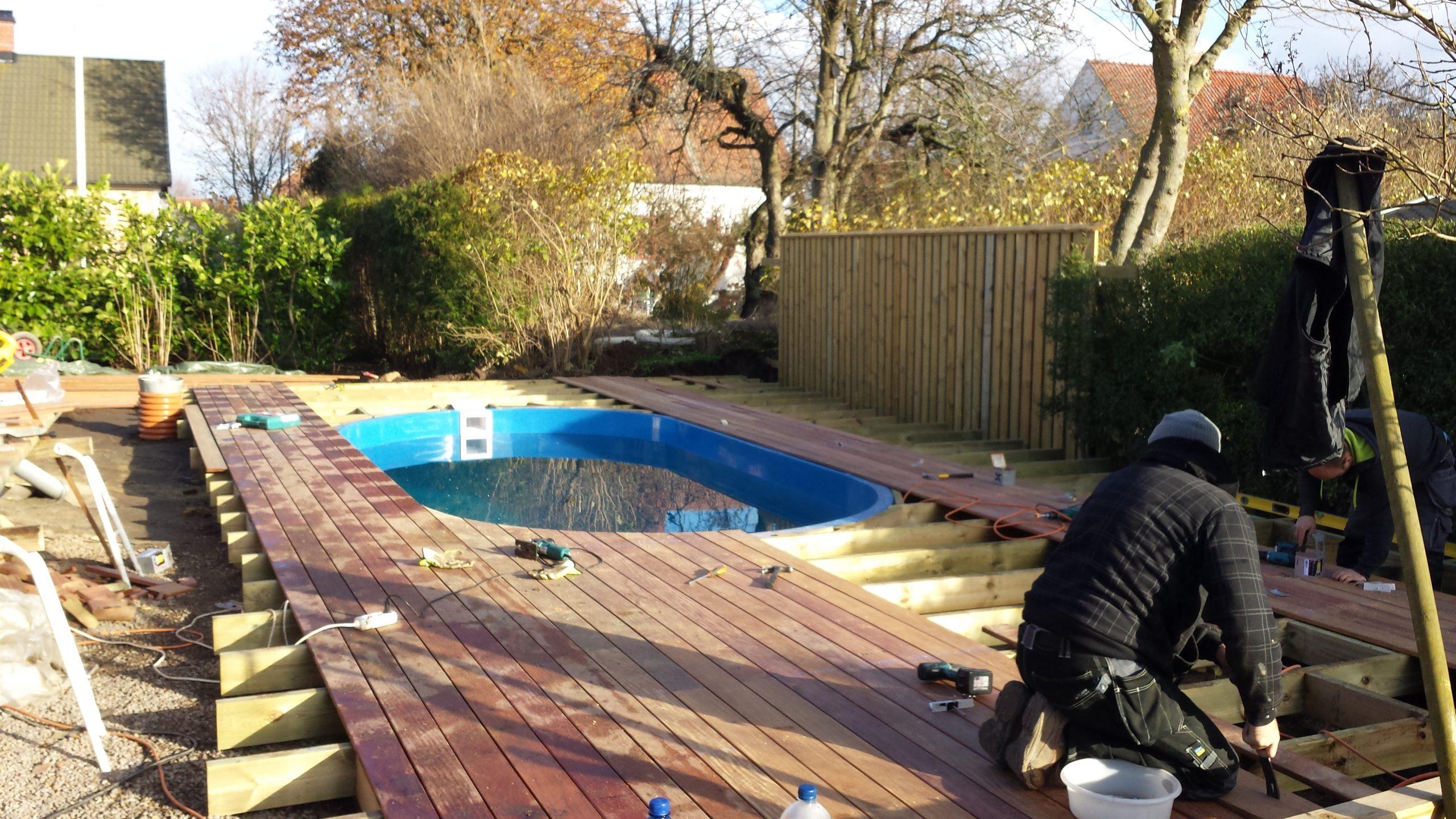 byggnation av ipe trall cumaru trall vid pool
