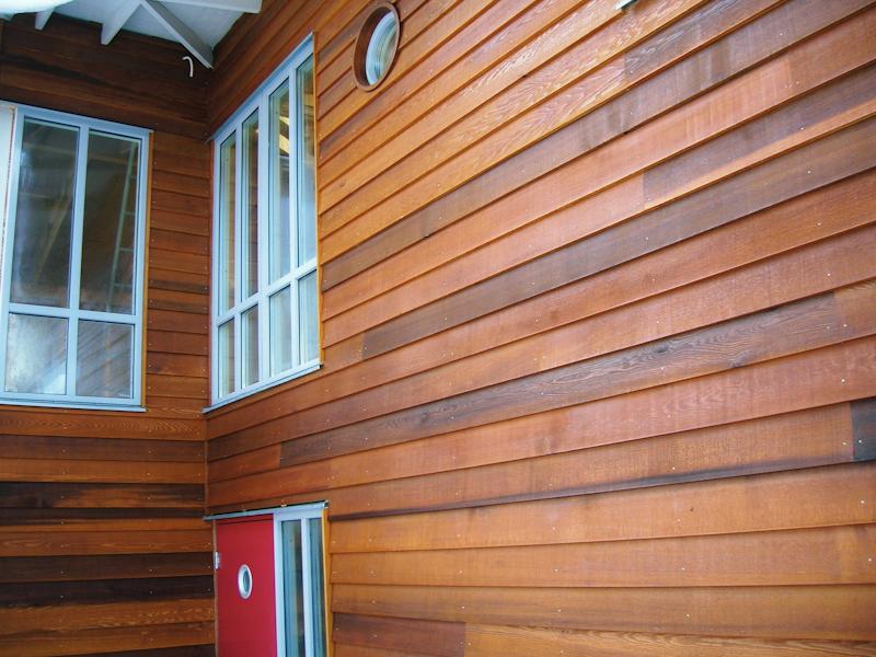 Cederträ fasad röd