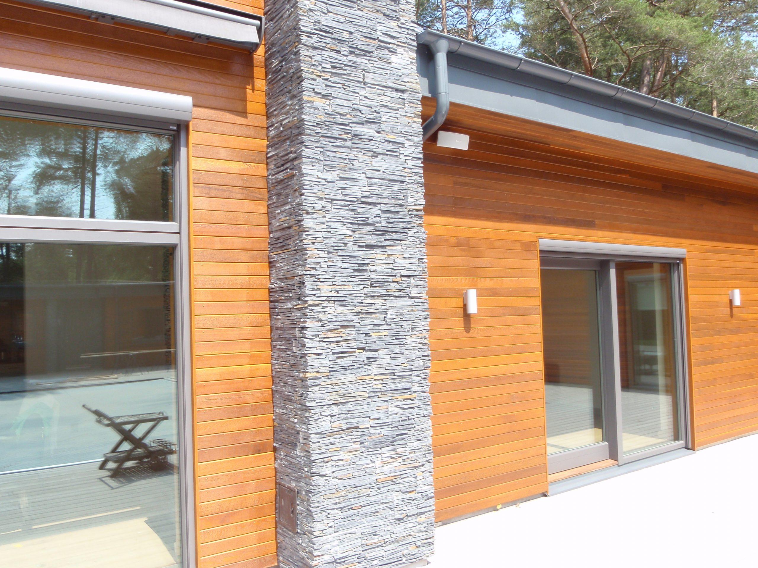Cederträ fasad sten
