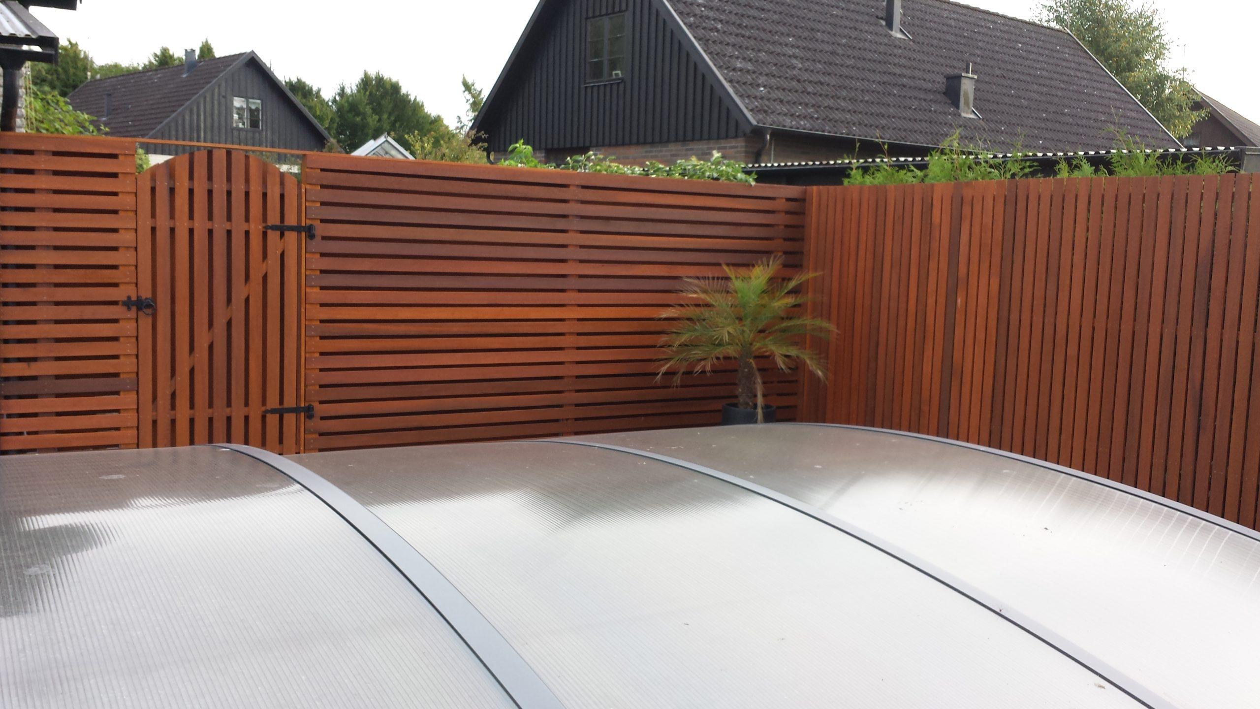 cederträ röd staket
