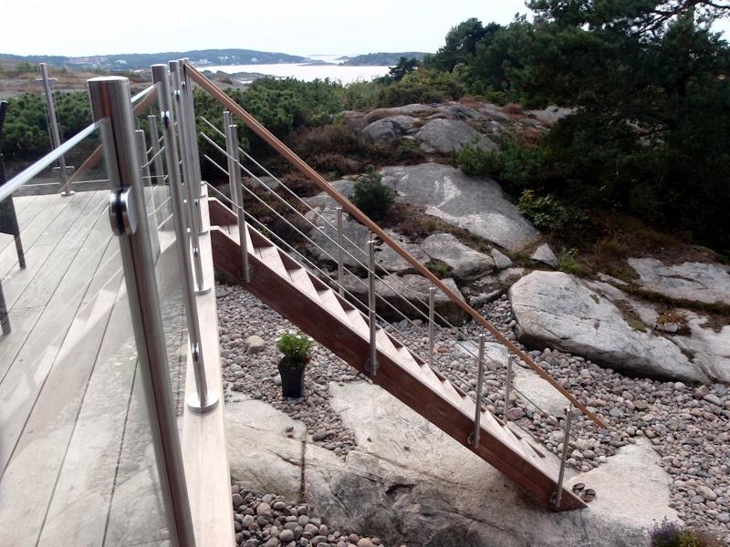 cederträ trappa och räcke