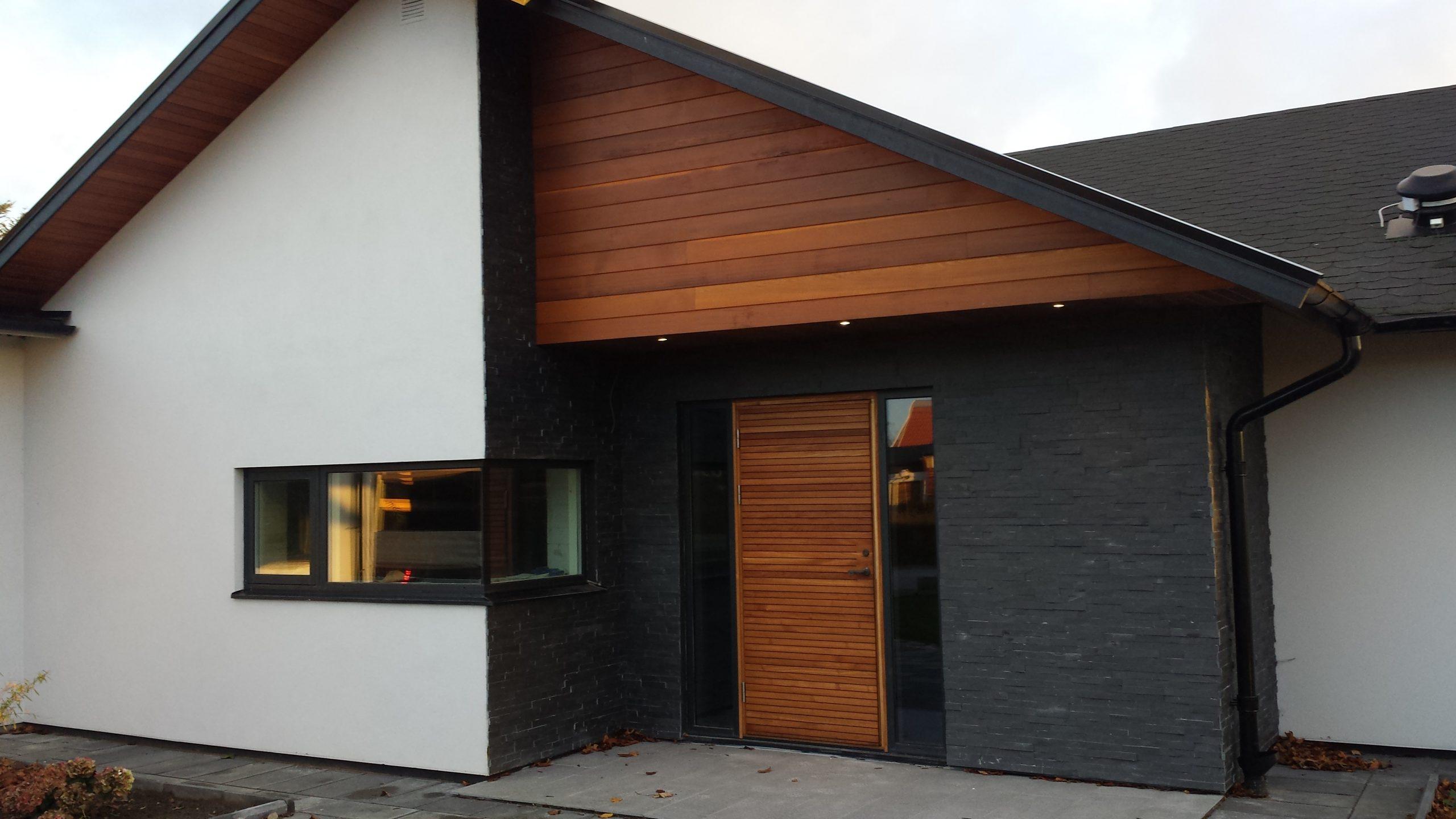 Cederträ dörr fasad