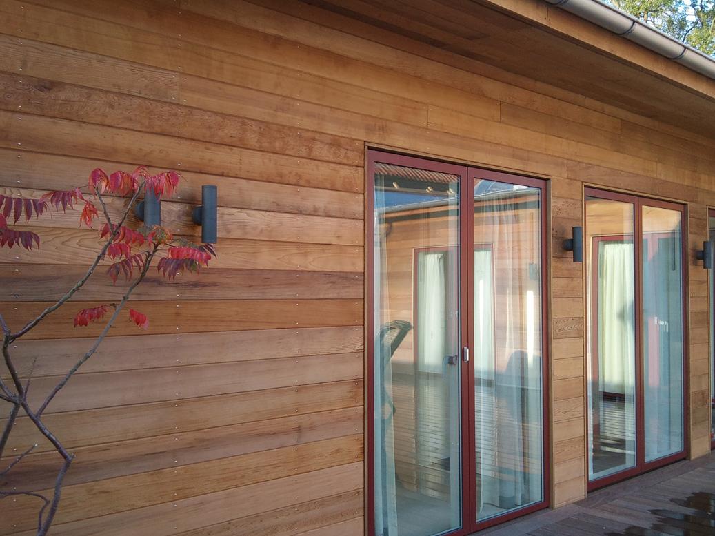 Cederträ fasad glasdörrar