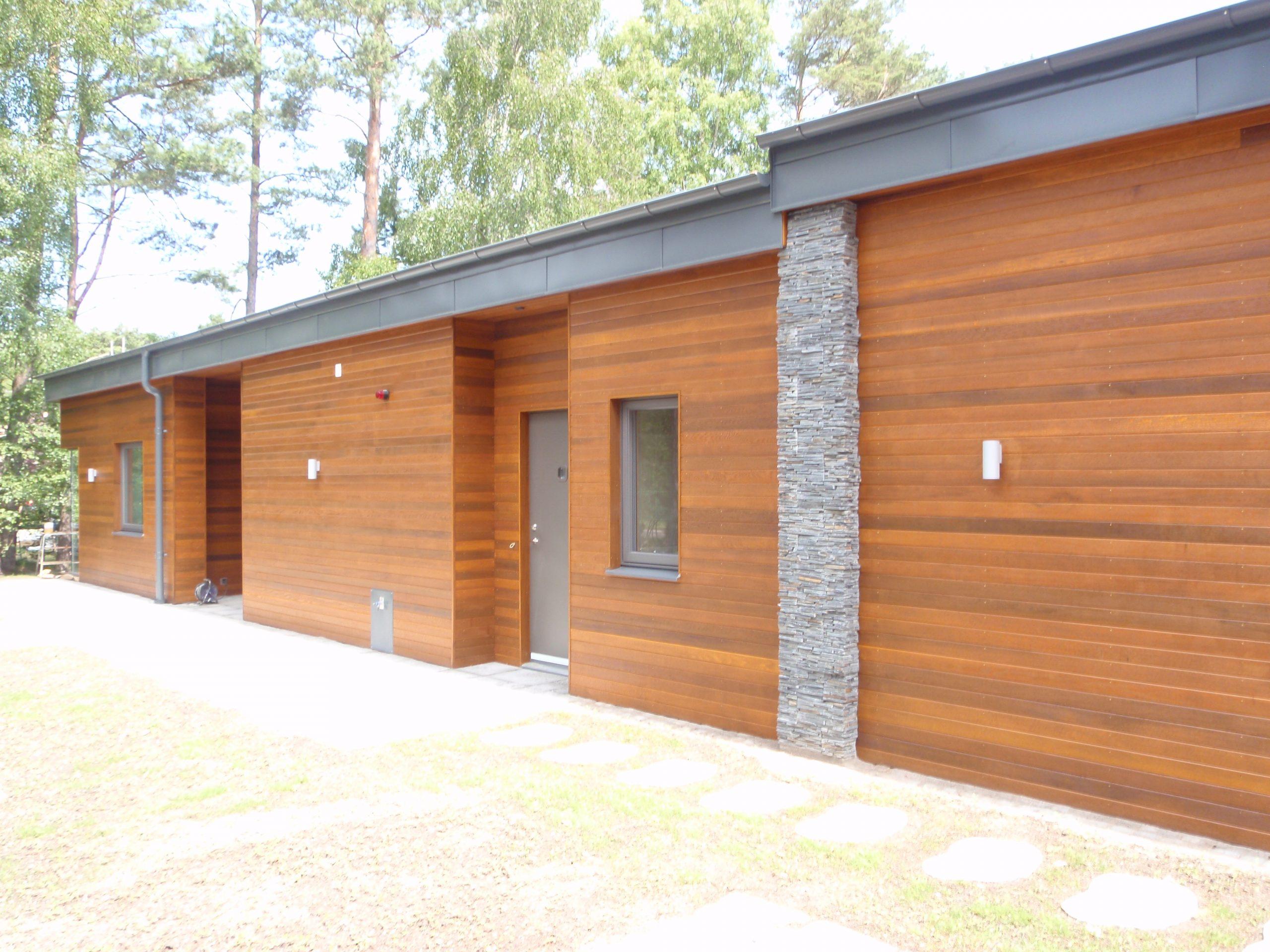 Cederträ lång fasad