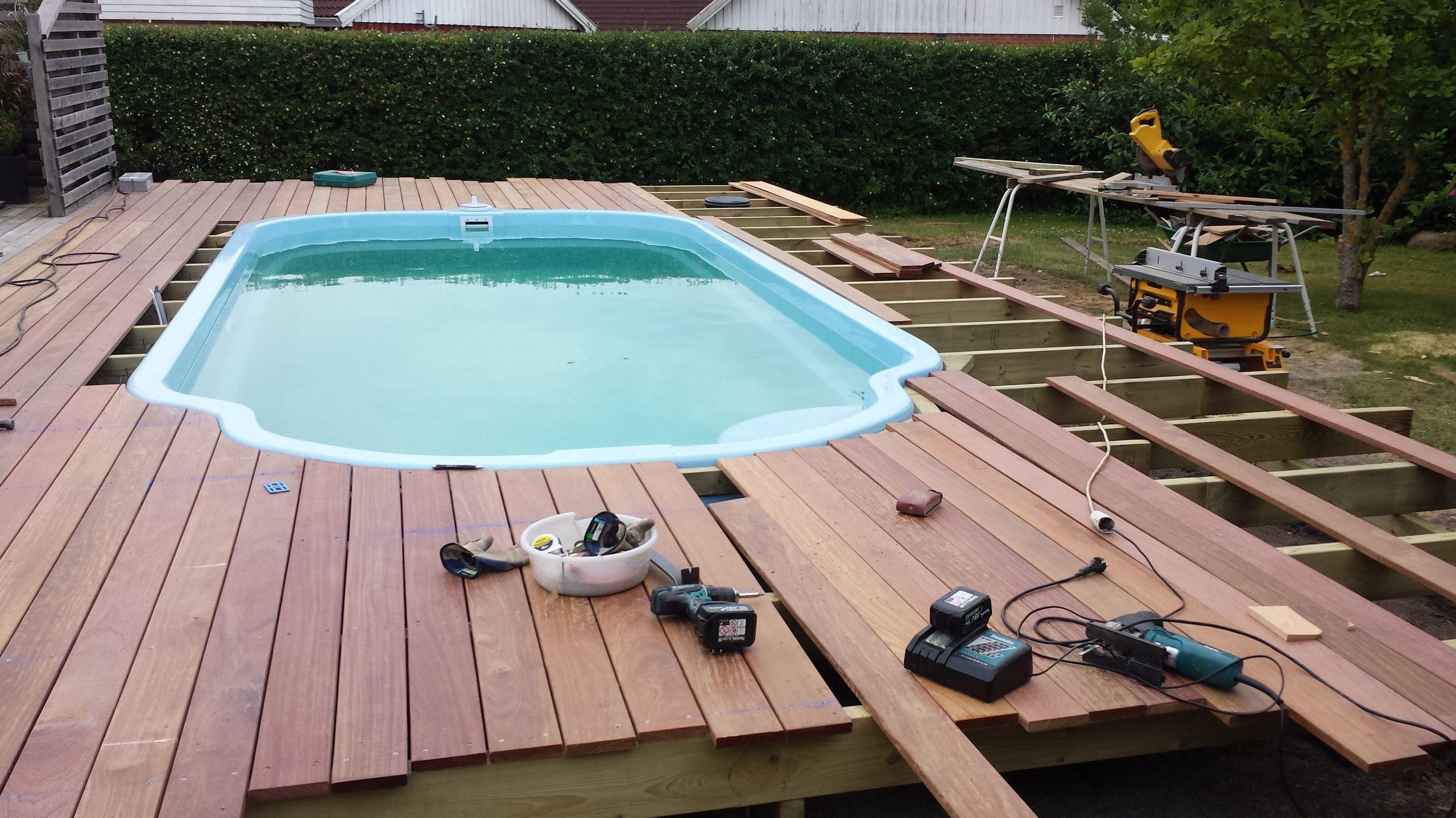 Montering Cumaru Ipe trall runt pool